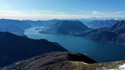 Vista sul Lago di Como e in lontananza Lago di Lugano