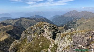 Panorama dalla vetta verso ovest con il Legnone