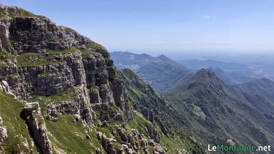 vista verso Corna Camozzera e Linzone