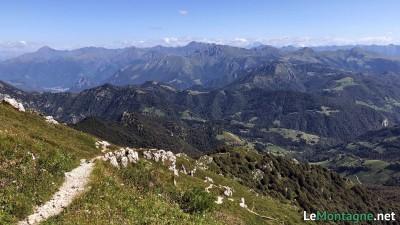 Vista verso le montagne della Valtellina