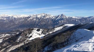 Vista verso le Grigne in inverno