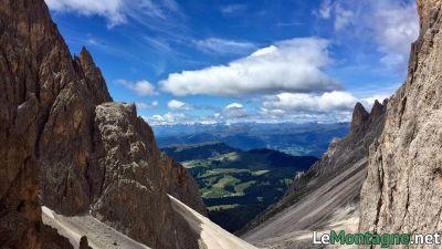 Scendendo dalla forcella del Sassolungo verso l'alpe di Siusi