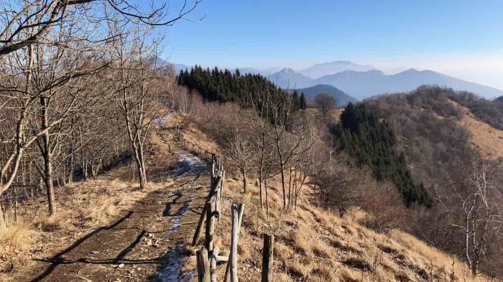 sentiero che scende dal monte bollettone