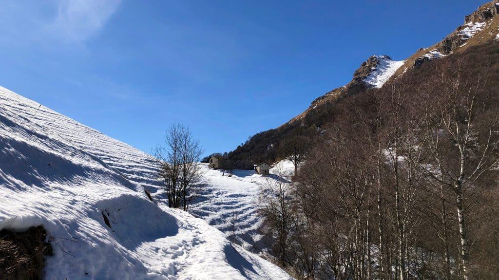 sentiero verso il monte due mani