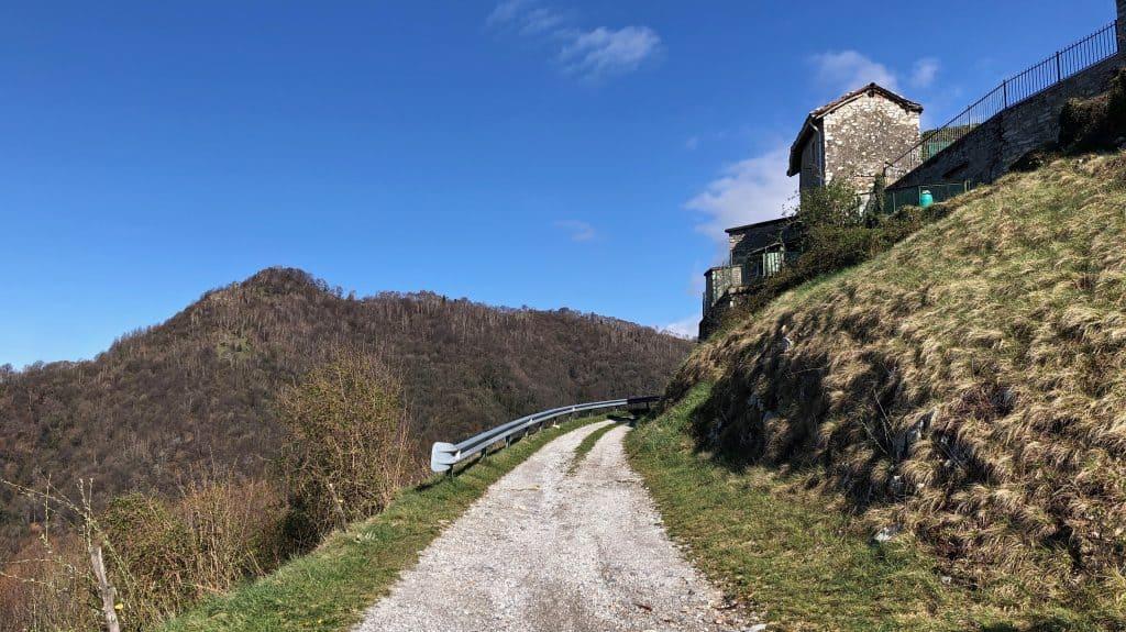 sentiero verso passo del pertus
