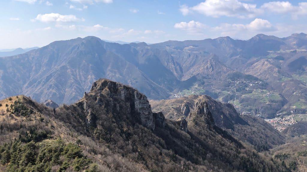vista su Corna Maria e Monte Zucco