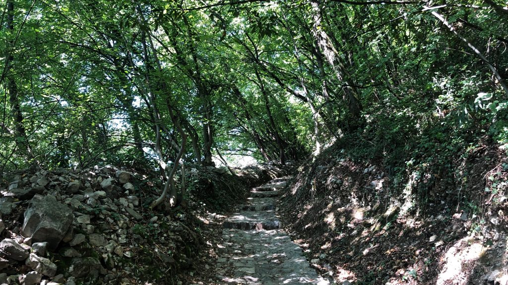 sentiero per il santuario