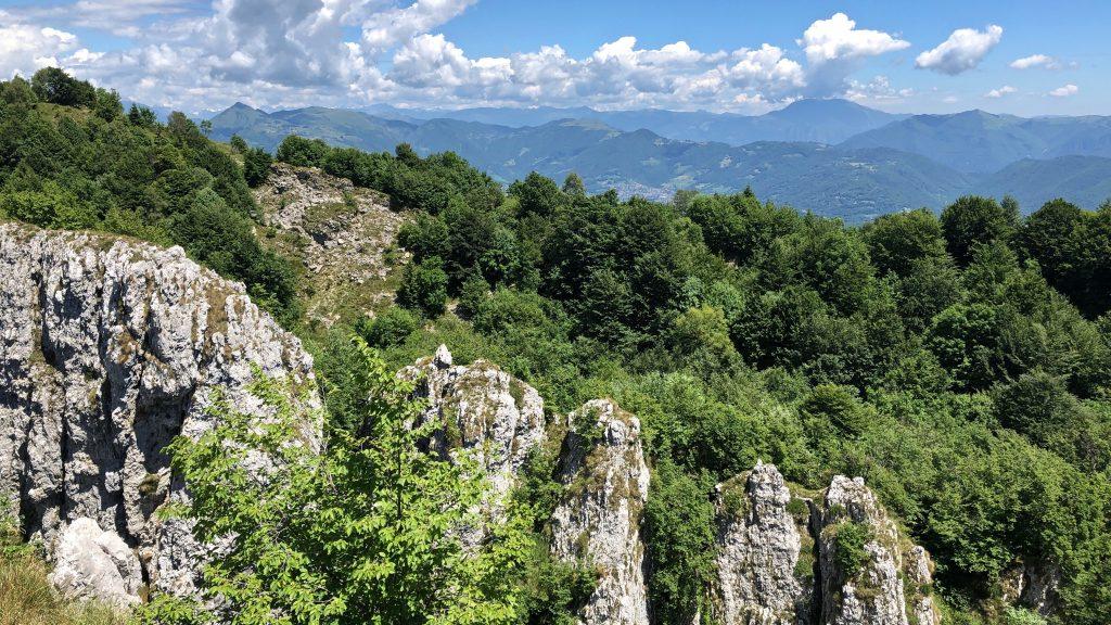 monte cornagera, pareti di roccia